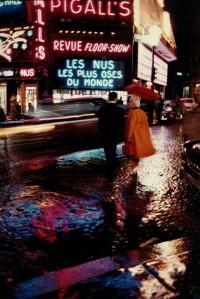 Peter Cornelius, Place Pigalle, 1959, Aus der Serie 'Farbiges Paris', 1956-1961, © Courtesy Nachlass Peter Cornelius-d´Hargues