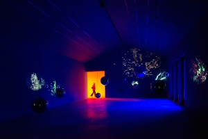 Pipilotti Rist Sleeping Pollen, 2014 Audio-Video-Installation Dimensionen variabel, 7 Loops Installationsansicht, Hauser & Wirth Somerset, 'Stay Stamina Stay', Somerset, England (2014) Foto: Ken Adlard Courtesy die Künstlerin, Hauser & Wirth und Luhring Augustine