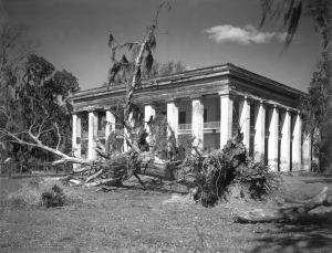 Walker Evans, Louisiana Plantation House, 1935 Sammlung Marcia Due und Jerry L. Thompsom © Walker Evans Archive, The Metropolitan Museum of Art