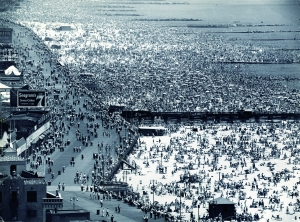 Andreas Feininger Coney Island, 1949, Vintage, Silbergelatineabzug, 26,1 x 34,8 cm © Stiftung Situation Kunst