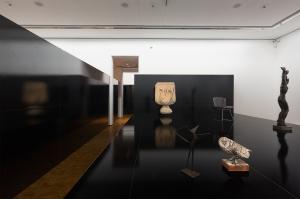 Installationsansicht HIER UND JETZT im Museum Ludwig. Heimo Zobernig © VG Bild-Kunst, Bonn 2016/Foto: Rheinisches Bildarchiv Köln/Marion Mennicken