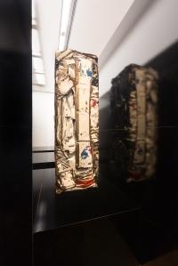 Installationsansicht HIER UND JETZT im Museum Ludwig. Heimo Zobernig César, Compression, 1981, © VG Bild-Kunst, Bonn 2016 Foto: Rheinisches Bildarchiv Köln/Marion Mennicken