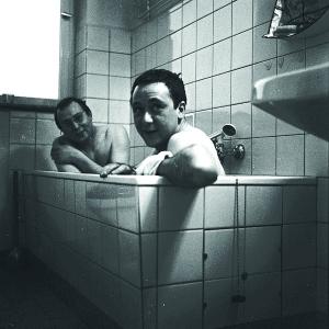 Sigmar Polke (hinten) und Gerhard Richter (vorne) 1966 Foto: Courtesy Gerhard Richter Archiv © Gerhard Richter, 2016