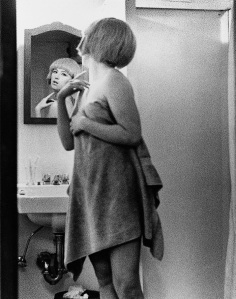 Cindy Sherman, Untitled Film Still #2, 1977, Silbergelatine, ©Cindy Sherman, Metro Pictures, Slg. Kunstmuseum Wolfsburg