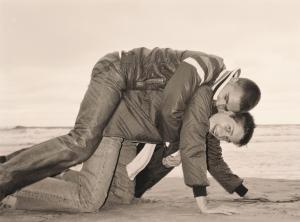 1992-046_Lutz___Alex_on_beach_A4